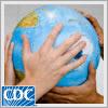 Foto de manos diversas sosteniendo un globo